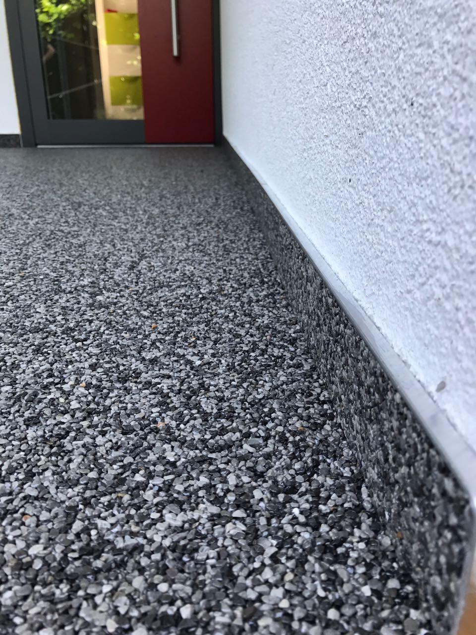 Wir haben lange Erfahrung mit Steinteppich verlegen.
