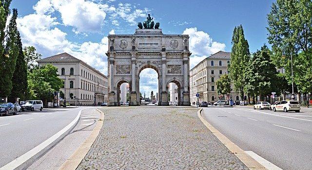 gewerblichen Flächen wie Autohäuser mit Steinteppich München