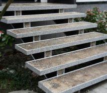 offene Steinteppich Treppe